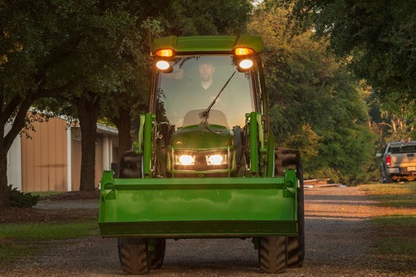 4 Series Compact Tractors Photo