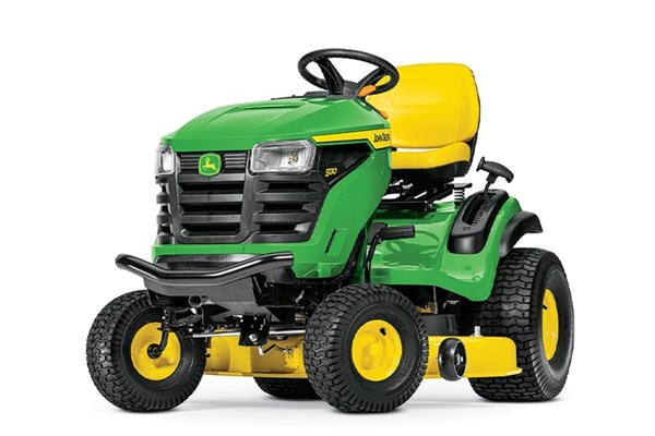 100 Series Lawn Tractors Photo