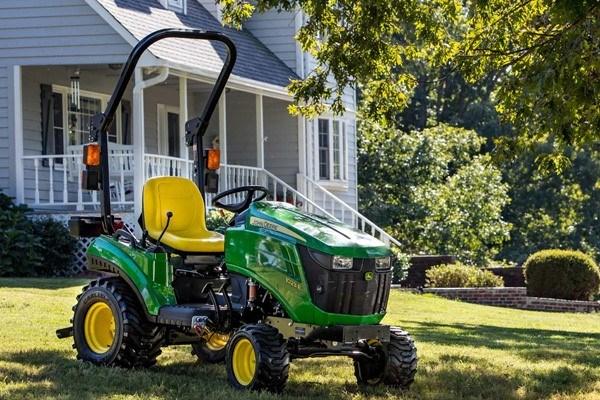 1 Series Sub-Compact Tractors Photo