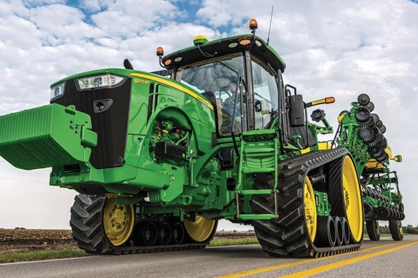 8370RT Tractor Photo