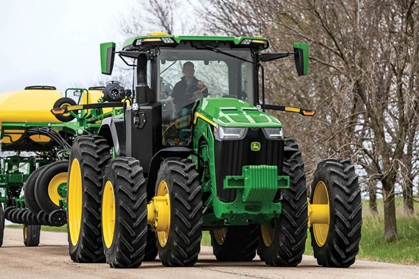 8R 340 Tractor Photo