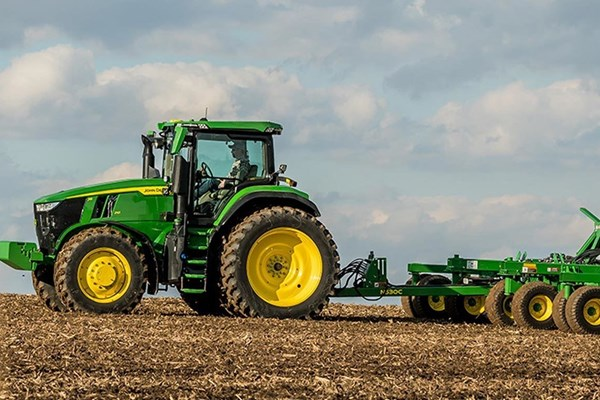 7R 230 Tractor Photo