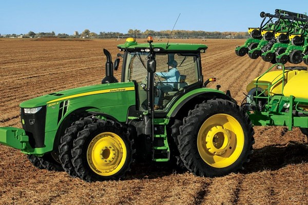 8295R Tractor Photo