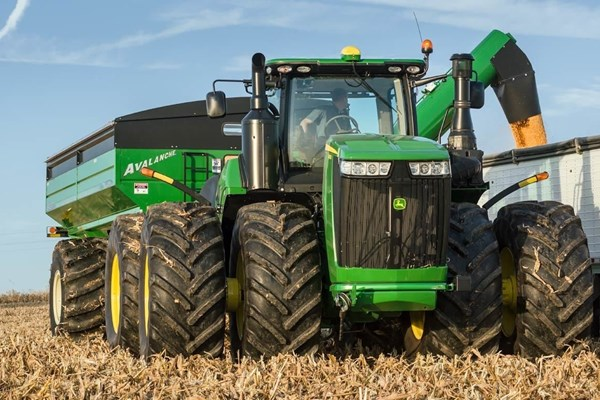 9470R Tractor Photo