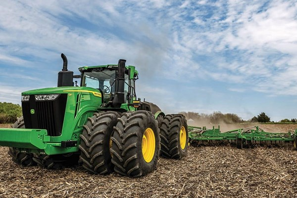 9R 640 Tractor Photo