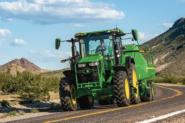 7R 290 Tractor Photo