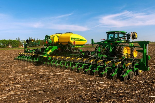 DB44 24Row22 Planter Photo