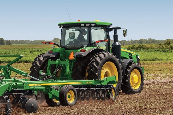 8320R Tractor Photo