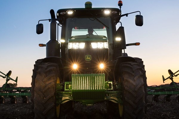 7310R Tractor Photo