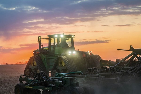 9RX 590 Tractor Photo