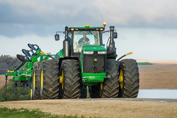 9520R Tractor Photo