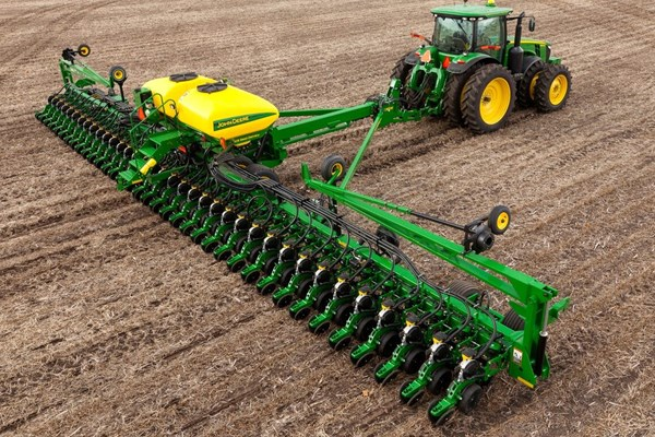 DB60 36Row20 Planter Photo