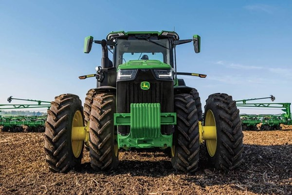 8R 370 Tractor Photo