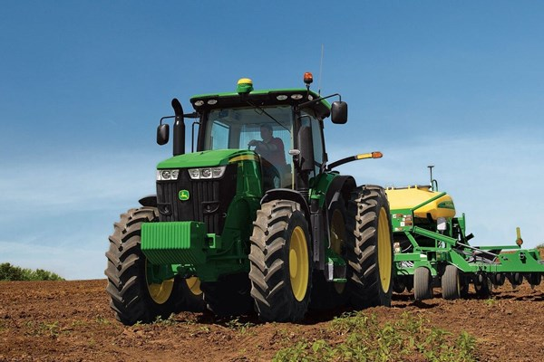 7210R Tractor Photo