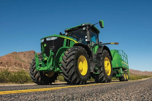 7R 310 Tractor Photo