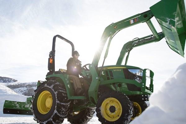 3032E Compact Utility Tractor Photo