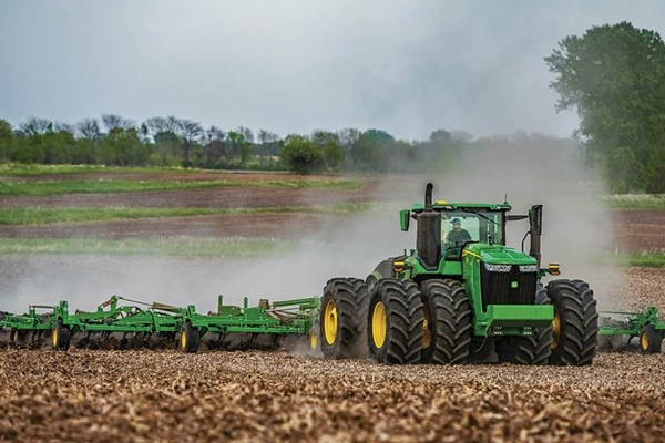 9R 390 Tractor Photo