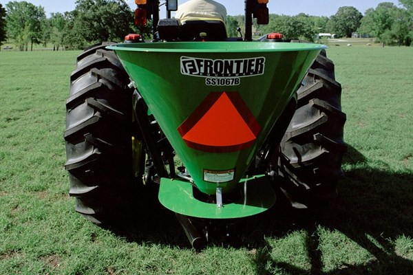 SS10B Series Broadcast Spreaders Photo