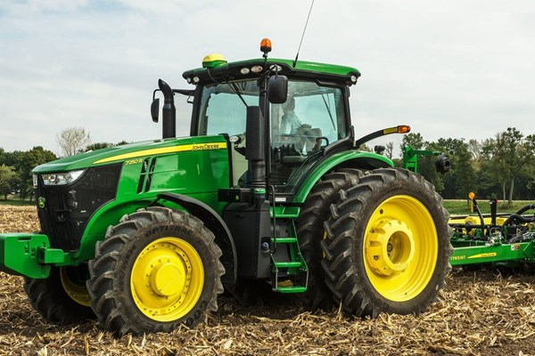 7250R Tractor Photo