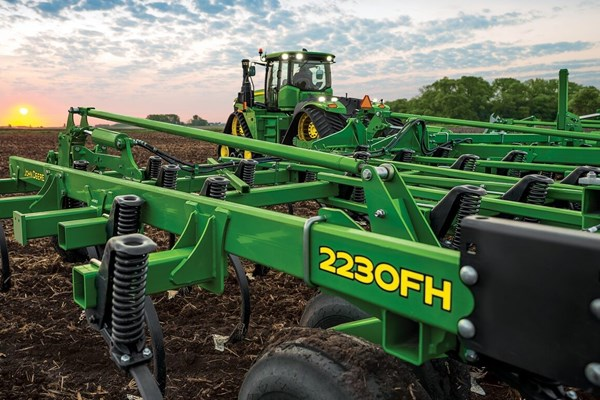 2230FH Floating Hitch Field Cultivator Photo