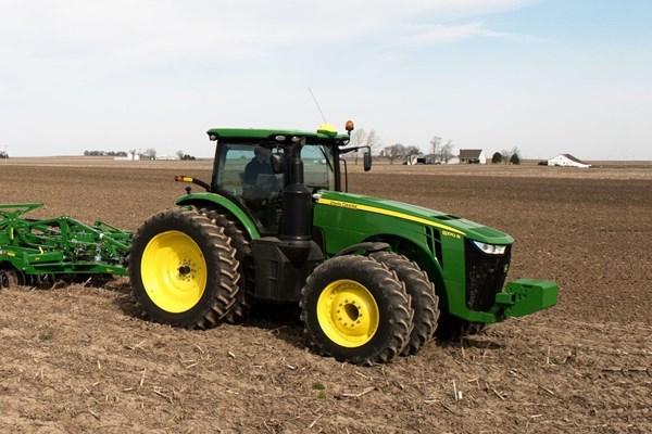 8370R Tractor Photo