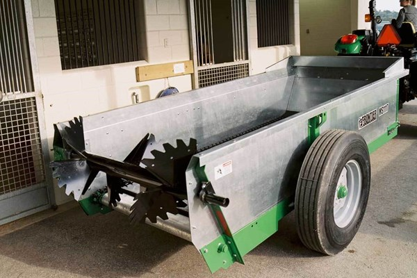 MS11 Series Chain-Unloading Manure Spreaders Photo