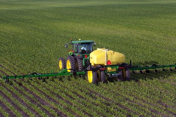 2510L Liquid Fertilizer Applicator Photo