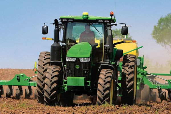 7230R Tractor Photo