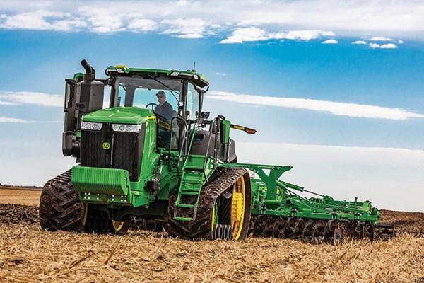 9RT 520 Tractor Photo