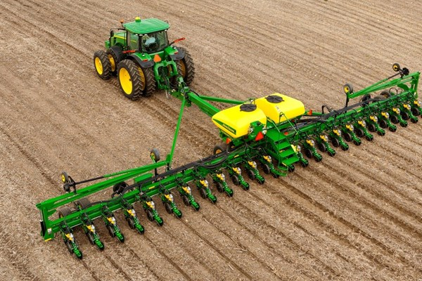 DB60 24Row Split 47 or 48 Planter Photo