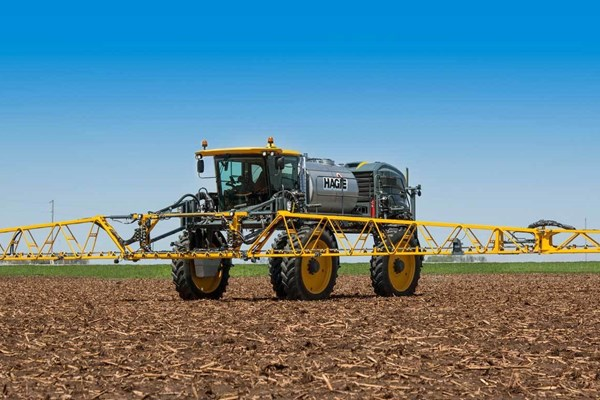 STS14 Hagie™ Self-Propelled Sprayer Photo