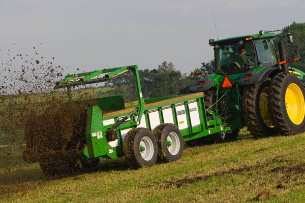 MS14 Series Large Hydraulic-Push Manure Spreaders Photo